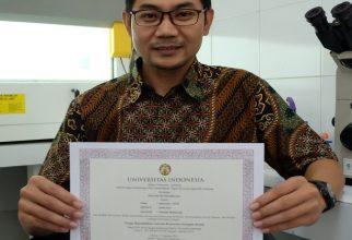 Laboran FKUI Raih Penghargaan sebagai Tenaga Kependidikan Laboran Berprestasi Peringkat Kesatu UI