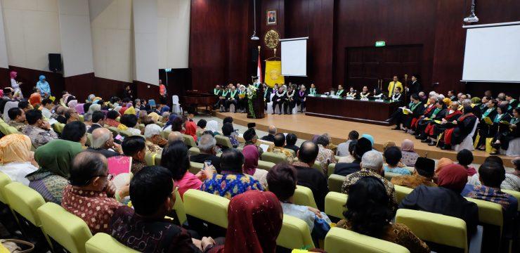 Rektor UI Kukuhkan Dua Guru Besar Ilmu Kesehatan Anak