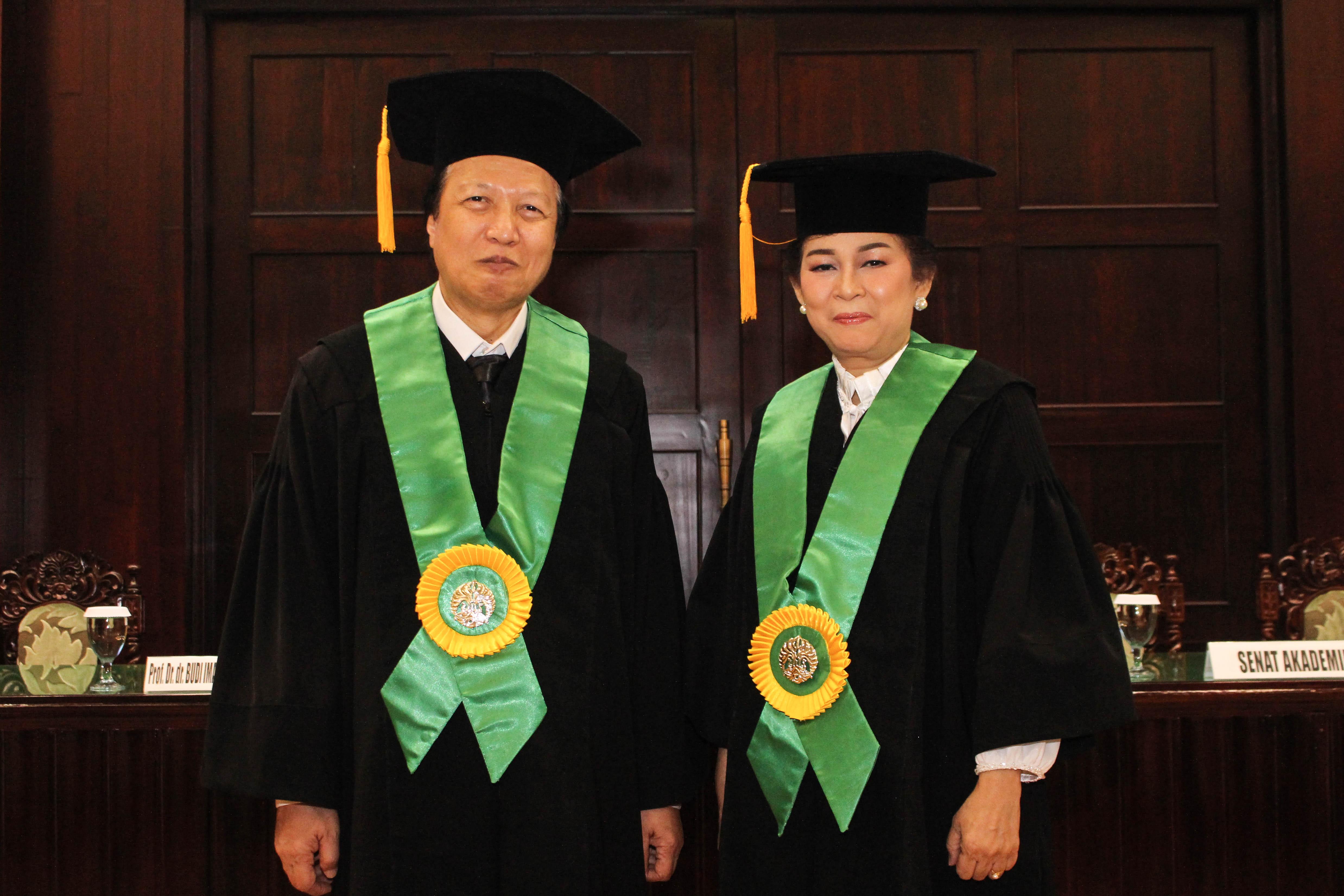 Pengukuhan Guru Besar Prof. Dr. dr. Budi Iman Santoso, SpOG(K), MPH dan Prof. Dr. dr. Ratna Sitompul, SpM(K)
