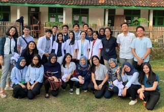 FMUI Student Held Social Service Event in Banten