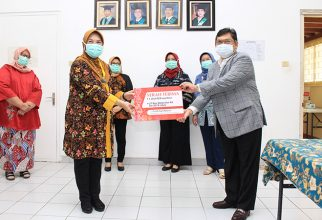 Laboratorium Mikrobiologi Klinik FKUI Terima Bantuan PCR dari Ketua DPR RI