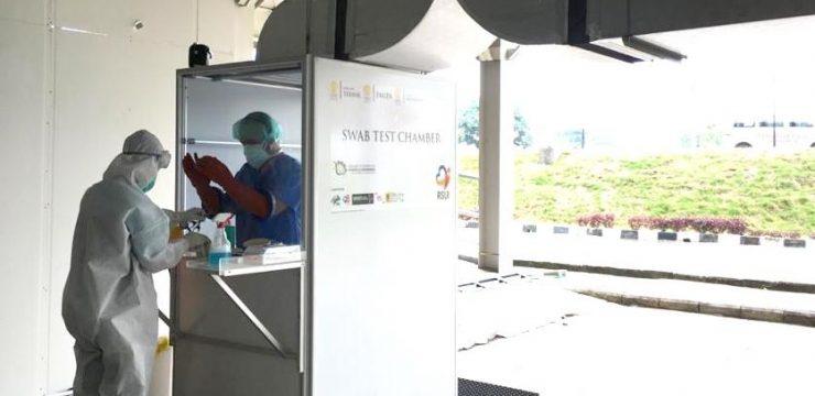 Peneliti Lintas Ilmu di UI Buat Bilik Swab Test COVID-19 untuk Keamanan Tenaga Kesehatan saat Pengambilan Sampel
