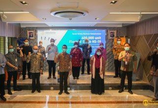 UI dan Mitra Industri Serahkan 600 ribu Flocked Swab HS-19 ke RS di DKI dan Jabar